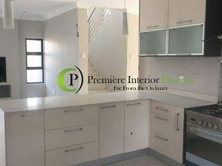 Première Interior Designs Dapur built in