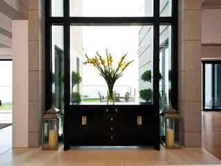 Nicole Cromwell Interior Design Corridor, hallway & stairsStorage Gỗ Black