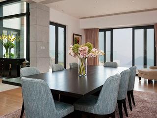 Nicole Cromwell Interior Design Phòng ăn phong cách hiện đại Gỗ Blue