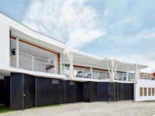 Lores STUDIO. arquitectos Single family home Concrete White