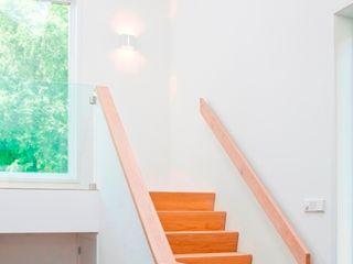 Archstudio Architecten | Villa's en interieur Коридор Дерево