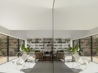 Red House EXTRASTUDIO Livings de estilo mediterráneo