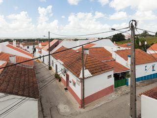 House with Three Courtyards EXTRASTUDIO Casas de estilo mediterráneo
