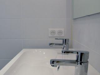 Un lien dans l'espace AL Intérieurs Salle de bain moderne