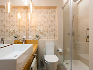 Traço Magenta - Design de Interiores Salle de bainEclairage Tuiles Beige
