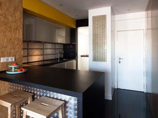 estudio551 Cocinas de estilo industrial Metálico/Plateado