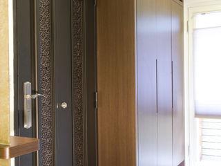 Hi+Design/Interior.Architecture. 寰邑空間設計 Коридор, прихожая и лестница в эклектичном стиле