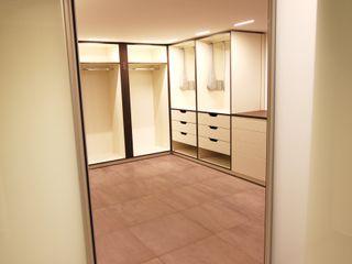 Queck - Elektroanlagen Modern Giyinme Odası