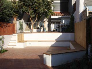 Reforma de patio en Barcelona De buena planta Jardines de estilo mediterráneo