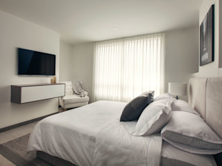 Maria Mentira Studio Mediterranean style bedroom Grey