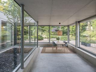 Bloot Architecture Ruang Studi/Kantor Minimalis Beton Grey