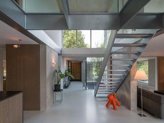 Bloot Architecture Koridor & Tangga Minimalis Plastik Grey