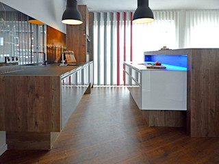 Glascouture by Schenk Glasdesign Built-in kitchens Wood-Plastic Composite Wood effect