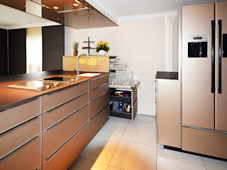 Glascouture by Schenk Glasdesign Built-in kitchens Glass Amber/Gold