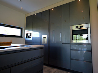 Glascouture by Schenk Glasdesign Built-in kitchens Glass Metallic/Silver