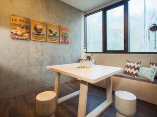 Munera y Molina Столовая комната в рустикальном стиле