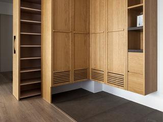 禾光室內裝修設計 ─ Her Guang Design Modern Corridor, Hallway and Staircase Wood Wood effect