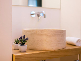 Bagni e rivestimenti in travertino per il Relais Luce bed&breakfast a Firenze Pietre di Rapolano Hotel moderni Pietra Beige