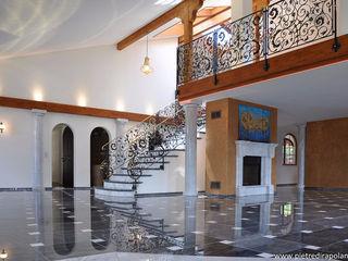 Residenza privata in Svizzera Pietre di Rapolano Ingresso, Corridoio & Scale in stile eclettico Marmo Nero