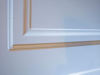 CASA BEIGE | APPARTAMENTO ADIdesign* studio Porte in legno