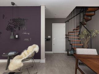Rabisco Arquitetura Corredores, halls e escadas modernos Cinzento