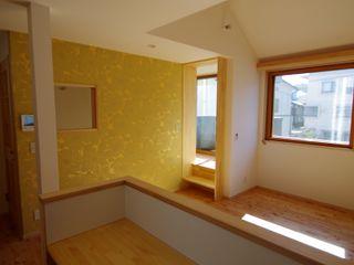 柏ボックス K+Yアトリエ一級建築士事務所 北欧デザインの ダイニング 無垢材 黄色