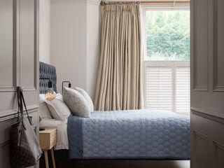 Swedish Elegance - Residential redecoration SWM Interiors & Sourcing Ltd Camera da letto moderna Beige