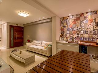 DM ARQUITETURA E ENGENHARIA Rustic style living room Wood Grey