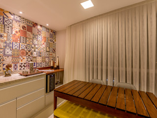 DM ARQUITETURA E ENGENHARIA Eclectic style balcony, veranda & terrace Wood Wood effect