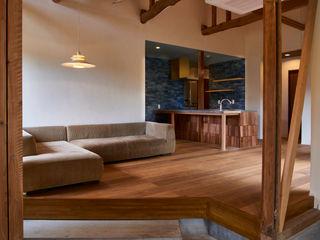 tai_tai STUDIO Rustic style living room Wood White