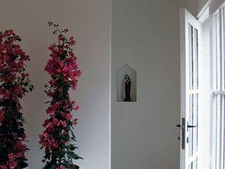 De Plankerij BVBA Modern Corridor, Hallway and Staircase