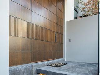 LOS OLIVOS Rousseau Arquitectos Puertas modernas Madera