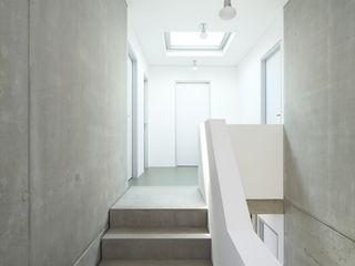 Passivhaus W Architekturbüro zwo P Moderner Flur, Diele & Treppenhaus