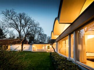 Mid-Century Bungalow Corneille Uedingslohmann Architekten Bungalows Madera Blanco