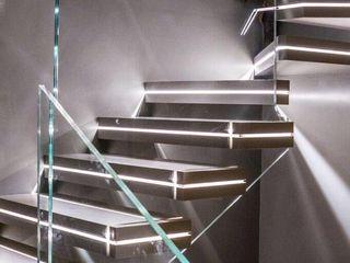 Andrea Rossini Architetto Modern corridor, hallway & stairs