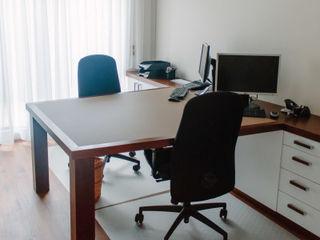 Schreinerei Mairhofer Modern study/office Wood