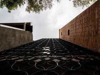 PLANTA BAJA ESTUDIO DE ARQUITECTURA Rumah Modern Besi/Baja