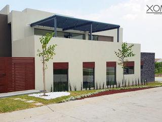 Xome Arquitectos Modern home Engineered Wood Beige