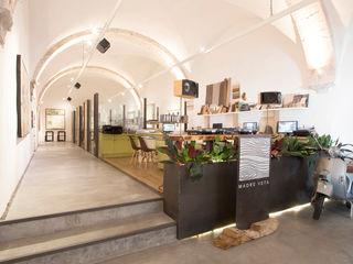 Tectónico Minimalist offices & stores