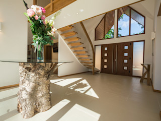 Bespoke Quarter-Turn Timber Staircase Complete Stair Systems Ltd 北欧スタイルの 玄関&廊下&階段