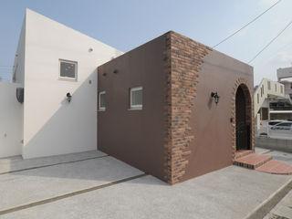 hacototo design room Maison individuelle Tuiles Marron