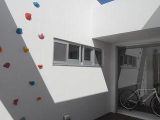 hacototo design room Balcon, Veranda & Terrasse modernes Pierre Multicolore