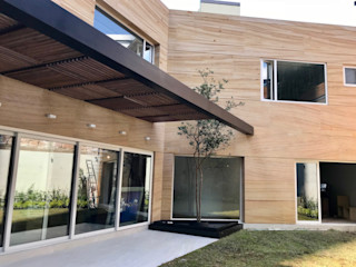 Casa en Villa Florence Revah Arqs Balcones y terrazas modernos