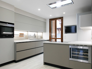 Andrea Picinelli Modern kitchen