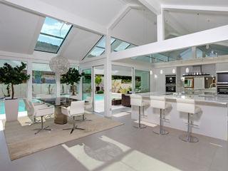 Kundenhaus Gräfenstein - Zwei Bungalows in Ostwestfalen DAVINCI HAUS GmbH & Co. KG Moderne Küchen