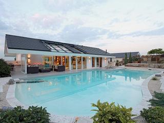 Kundenhaus Gräfenstein - Zwei Bungalows in Ostwestfalen DAVINCI HAUS GmbH & Co. KG Moderne Pools