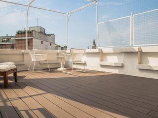 DELFINETTIDESIGN Balcones y terrazas modernos: Ideas, imágenes y decoración Blanco