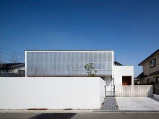 吉川弥志設計工房 Single family home Aluminium/Zinc White