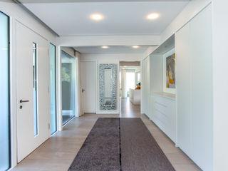 Haustraum mit Wohlfühlfaktor DAVINCI HAUS GmbH & Co. KG Moderner Flur, Diele & Treppenhaus