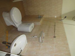 sony architect studio Modern bathroom